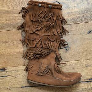 Women's Minnetonka 5 layer fringe boots